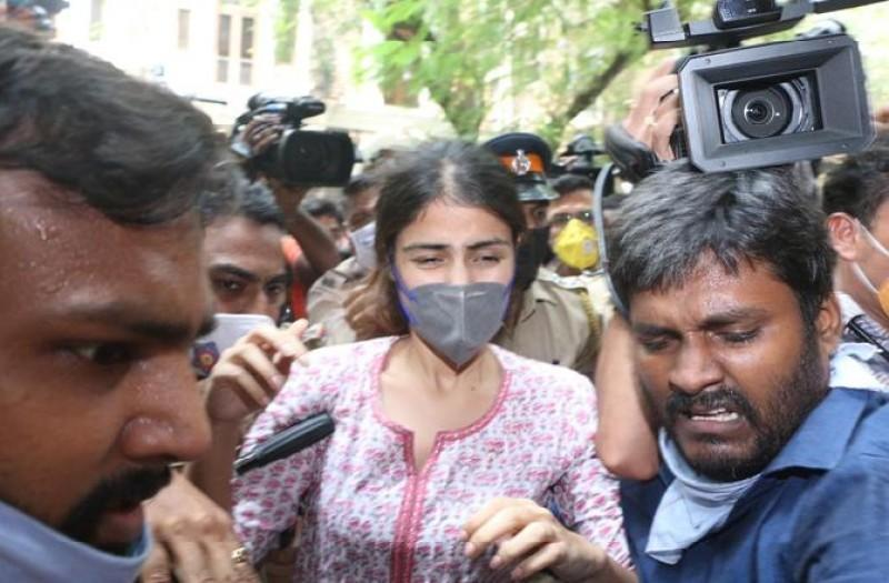 Bollywood reacts to Rhea Chakraborty being mobbed at the NCB office