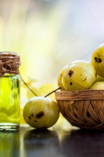5 reasons why amla is perfect for anyone looking for stronger, thicker hair