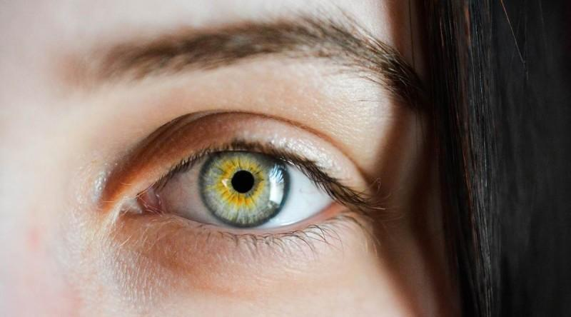 Woke up looking tired? Here's how you can reduce puffiness around eyes