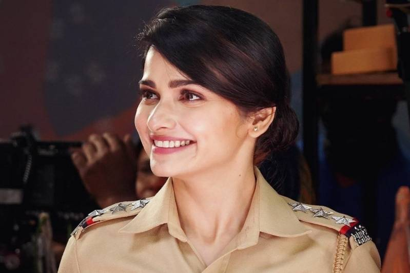 Bollywood is About Playing Within Film Families, Says Prachi Desai