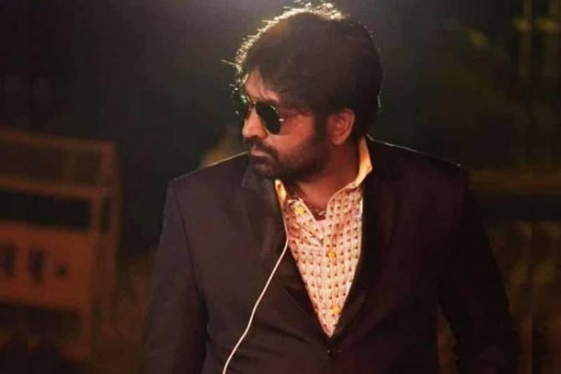 Vijay Sethupathi reveals new look from Bollywood debut 'Mumbaikar'