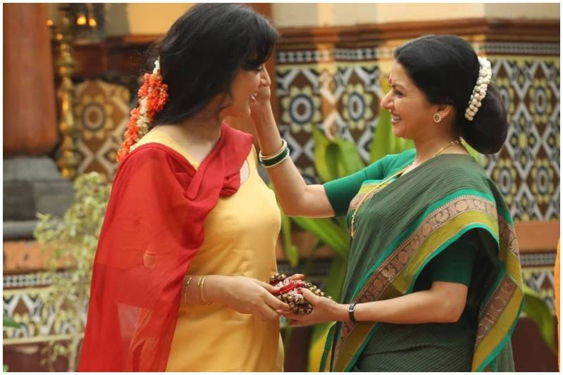 Bhagyashree Returning to Bollywood After 11 Years Playing Kangana Ranaut's Mother in Thalaivi