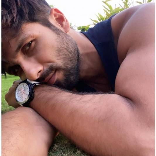 Shahid Kapoor marks 18 years in Bollywood with a selfie, thanks fans for their undying love
