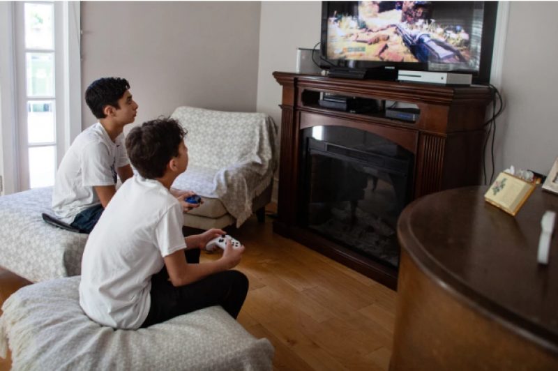 Column: Video games are thriving amid COVID-19 — and experts say that's a good thing