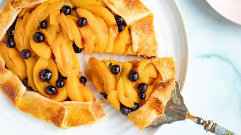 Peach galette tart recipe for summer dessert