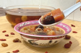 Papaya Snow Fungus Sweet Dessert Soup for a healthy diet