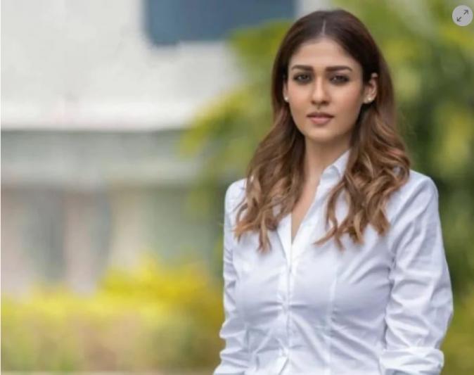 Nayanthara to make her Bollywood debut opposite Shah Rukh Khan