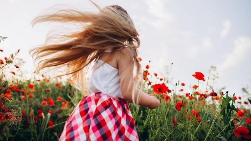 Say no to frizzy hair, follow these quick and easy tips