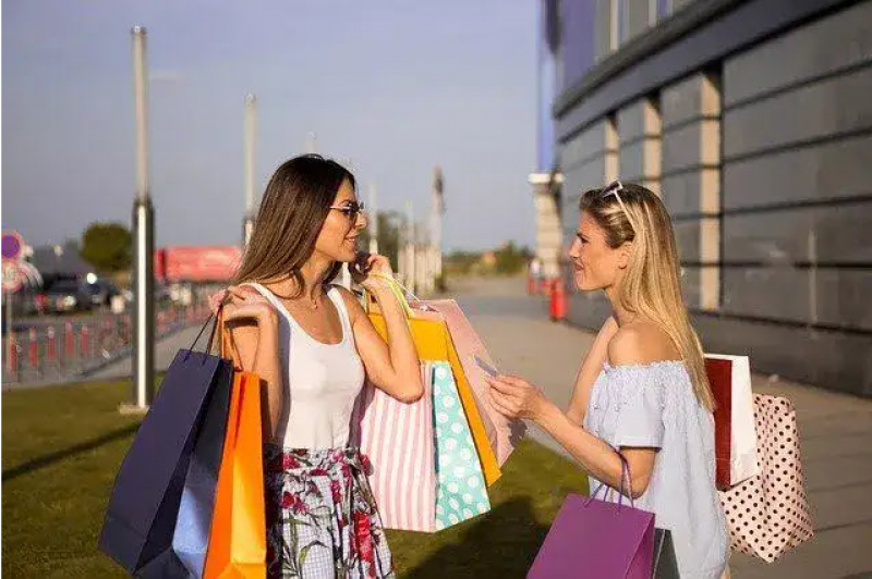 10 Tips To Save Money On Your Summer Wardrobe