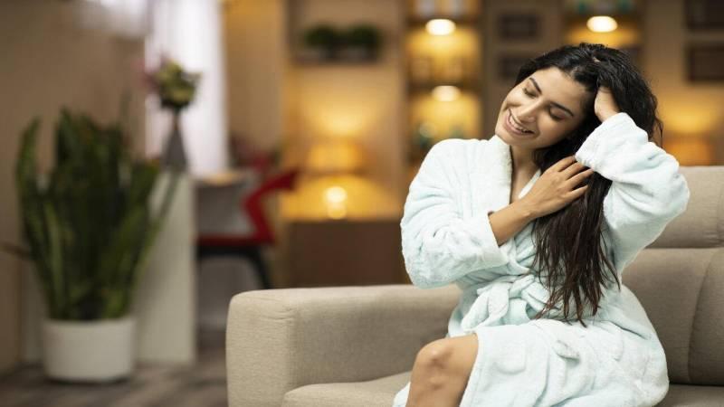 Expert shares monsoon hair care tips